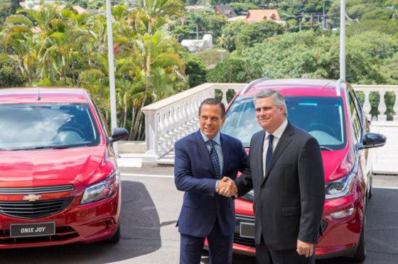 Carlos Zarlenga, presidente de GM América del Sur, y João Doria, gobernador de San Pablo.