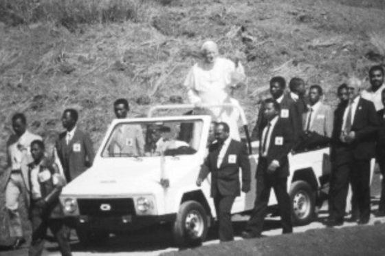 Juan Pablo II en un Karenjy
