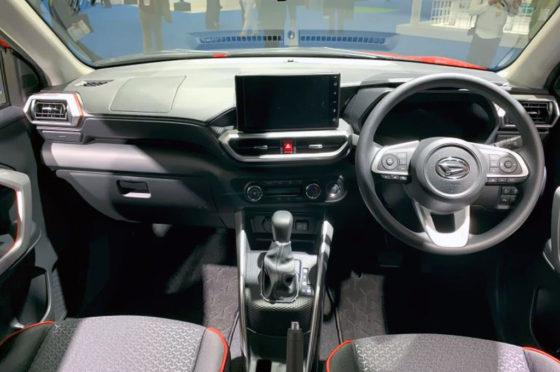 Interior del Daihatsu Rocky