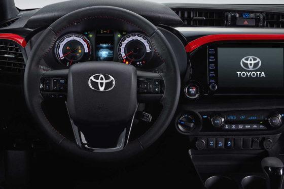 Interior de la Toyota Hilux GR Sport V6