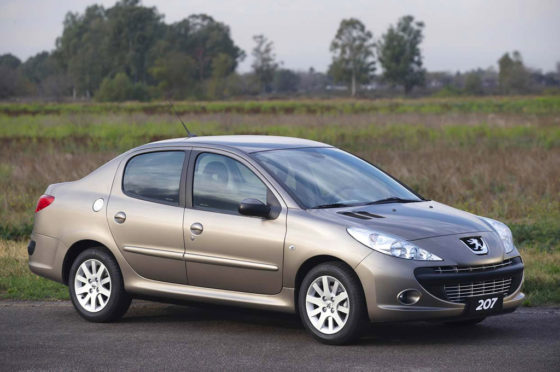 Peugeot-207 Compact sedán