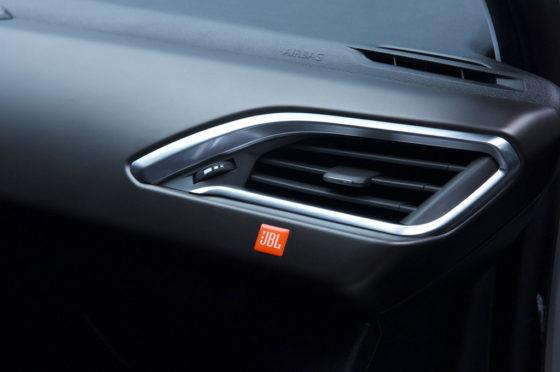 Peugeot 2008 InConcert by JBL