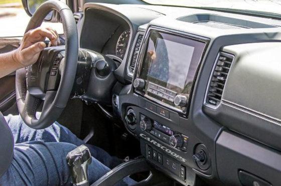 Interior de la Nissan Frontier MY 2021